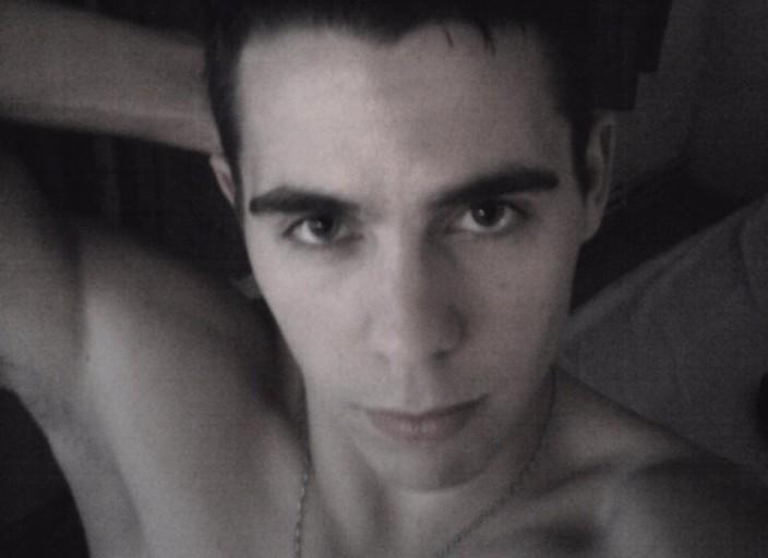Bonjour à toutes, jai 28 ans, brun aux yeux verts,.