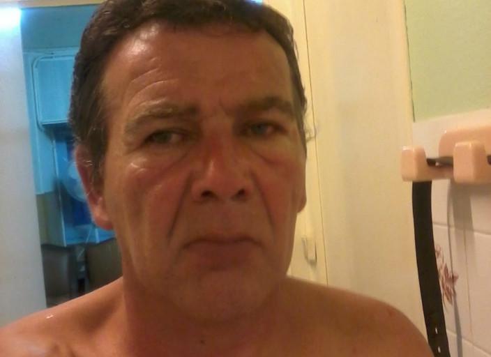 je suis un homme de 52ans, je suis seul, je cherche.