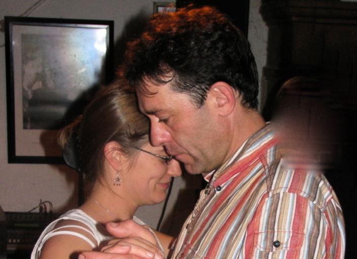 couple cherche femme pour partager un moment intim.