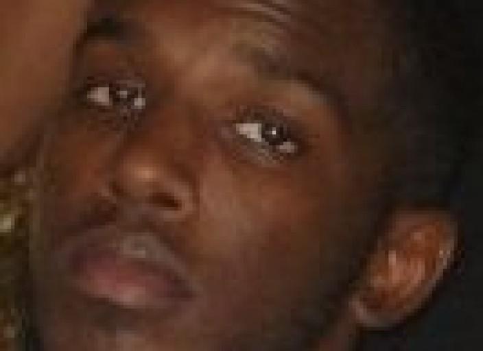 jeune homme noir et actif