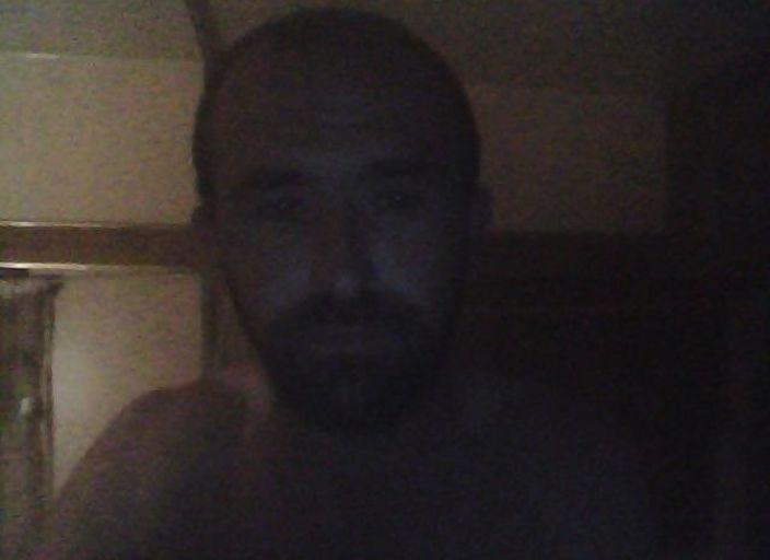 je m appelle cyril brun 170 cm 62 kg brun yeux marron.