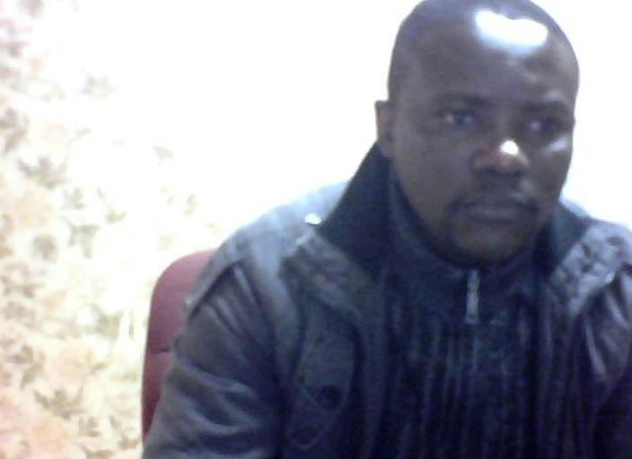 Jeune homme black cherche des amies pour discuter