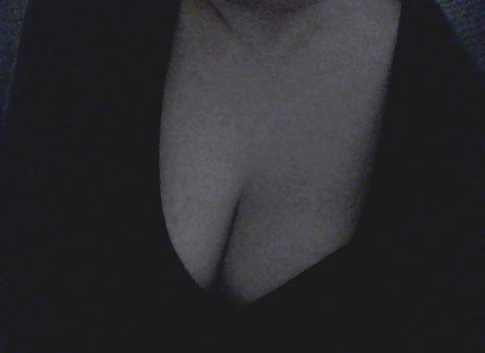 suis une femme bi j'aime beaucoup les femmes e.