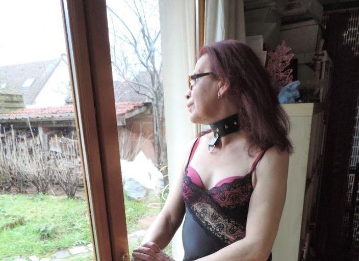 modèle dans les cordes et soumise, femme trans