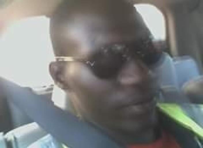 Je suis un jeune homme black de 24 ans et je recherche.