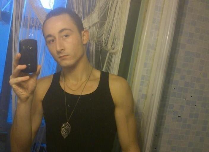 Jeune homme de 20 ans recherchant rapport sexuelle.