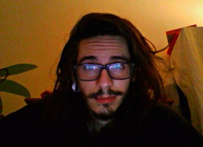 Jeune homme de 19 ans libertin et curieux