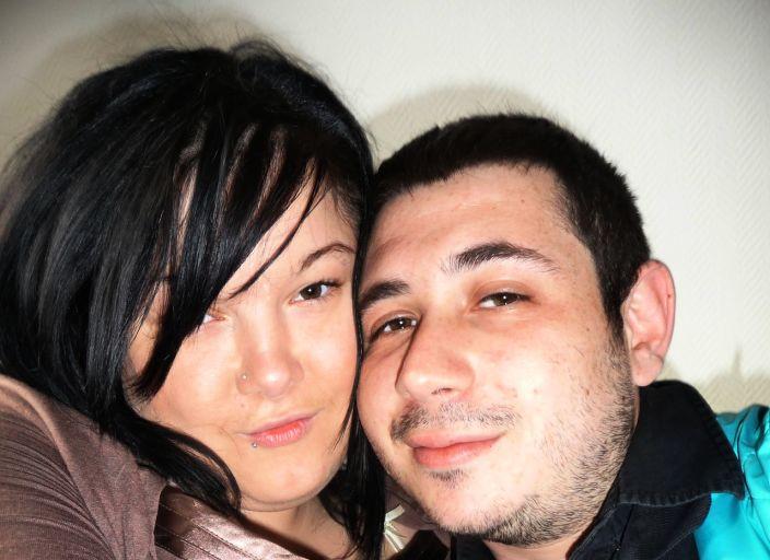 Jeune couple à la recherche d'une femme pour .