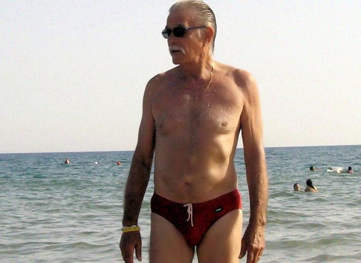 homme mur ( 68 ans ) marie , recherche jeune beurette.