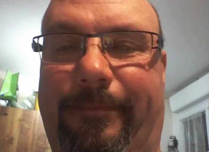Bonjour mesdames j ais 46ans brun et j aimes beauc.