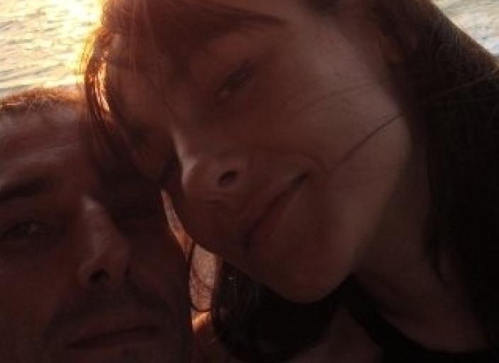 hello hello !!! Nous sommes un couple, habitant Paris,.