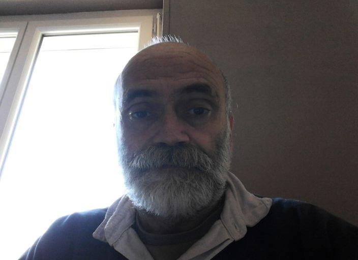 H 57 ans célibataire je cherches des rencontres.