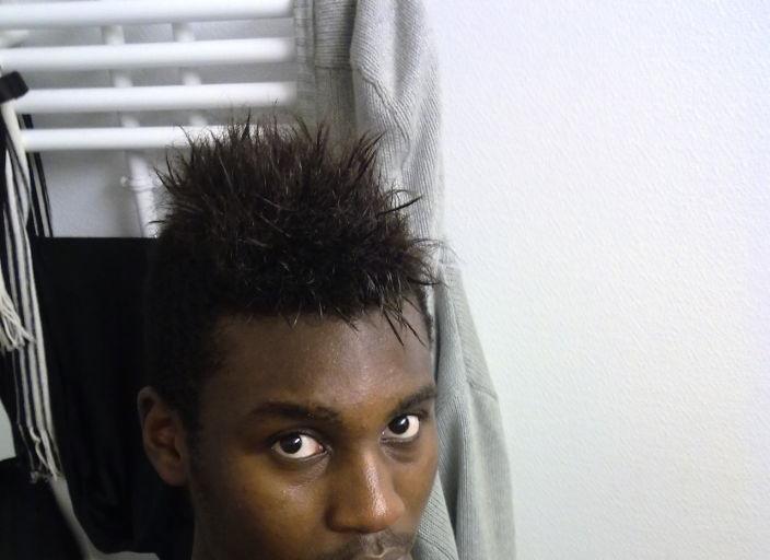 jh black,sportif,1m80.Je cherche cherche partenaire de.