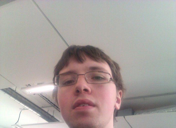 Jeune homme cherche à passer le temps de facon ag.
