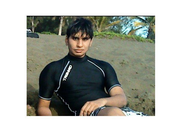Je mappelle Luqman, jai 22 ans. Je suis étudiant en.