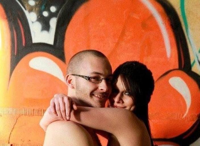 Jeune couple (21 & 27 ans ) chercher filles pour p.