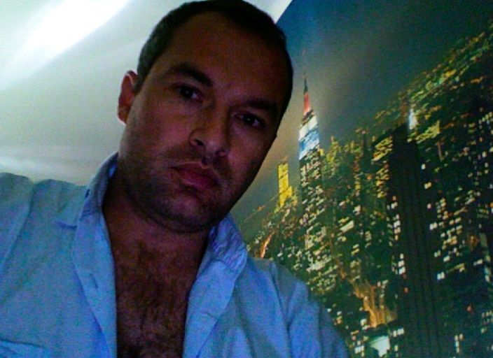Homme avec passé homo et bi maintenant cherche.
