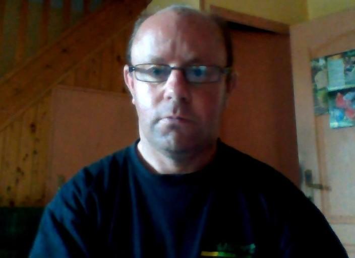 bjr,jh 44ans blond cheveux court;petit gabarit 160 cm.
