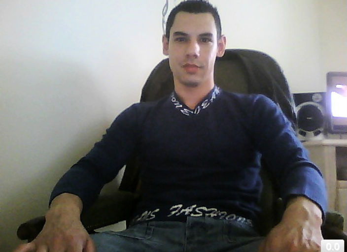 jeune homme corps muscler recherche moments sensue.