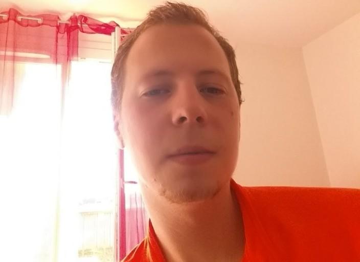 Mec de 25 ans cherche nana pour rdv avec ou sans l.