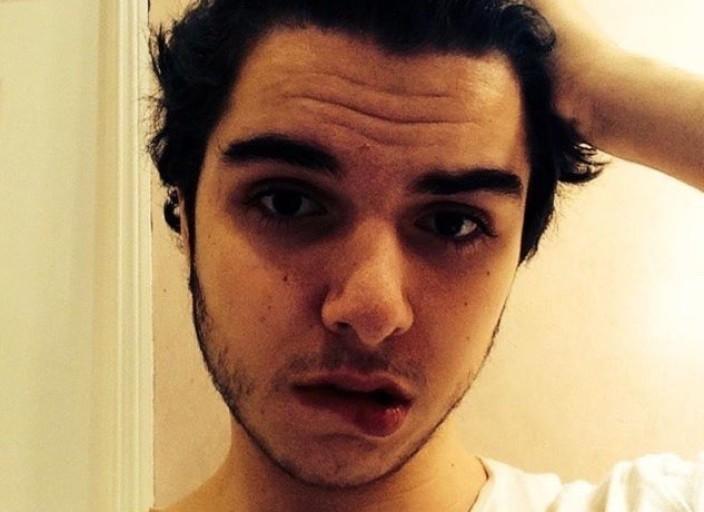 Jeune homme de 21 ans à la recherche d'une je.