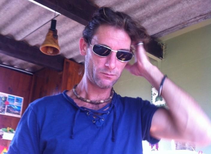 Salut je mappelle Raphaël tout juste 40 ans ! Je suis.