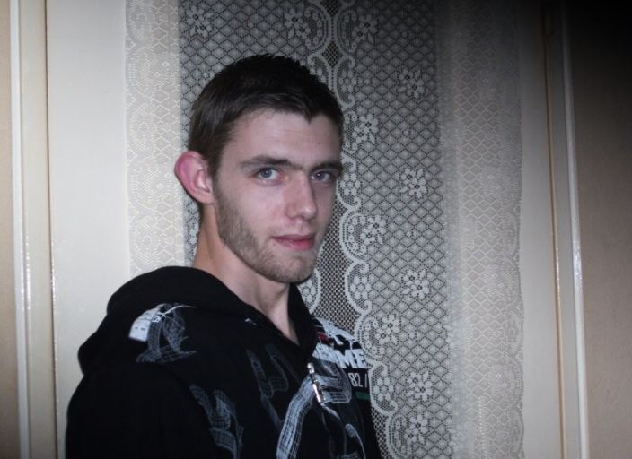 Jeune homme de 24 ans cherche trav ou trans pour r.