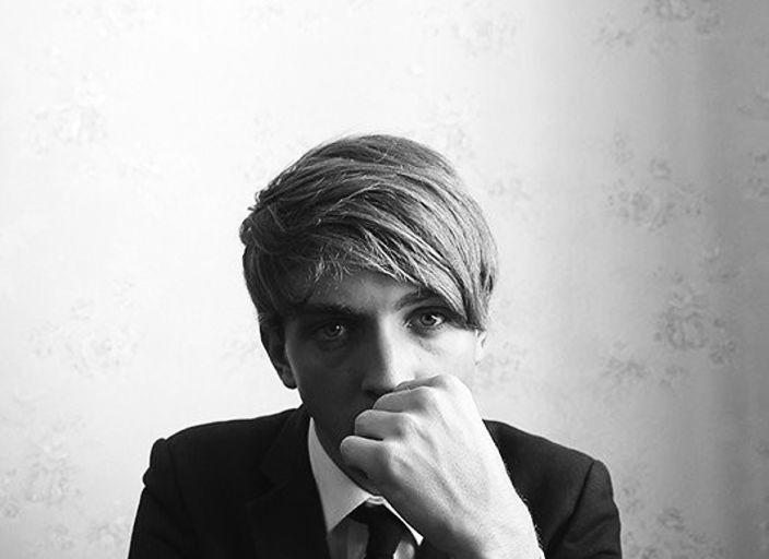 Jeune Homme Blond aux yeux bleus