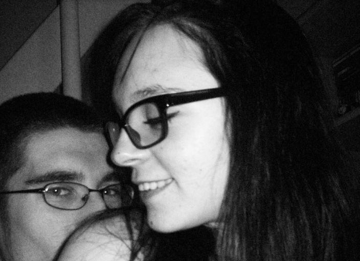 Jeune couple qui cherche une jeune fille homo ou b.