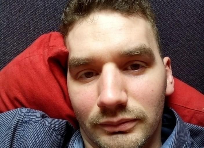 Bonjour jeune homme de 35 ans de Lille recherche.