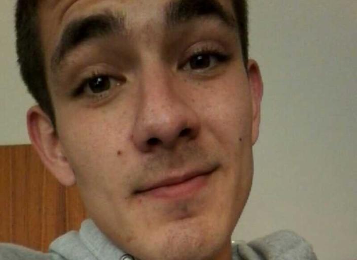 Salut Nicolas 20 ans plutôt mignon matant toujours la.
