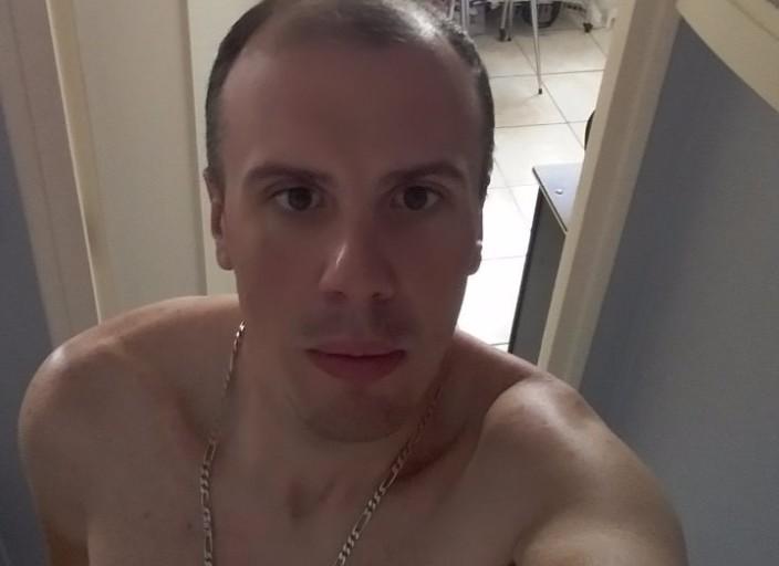 Bonjour je mapelle Nicolas,jai 32 ans,1m70,68 kg,blanc.