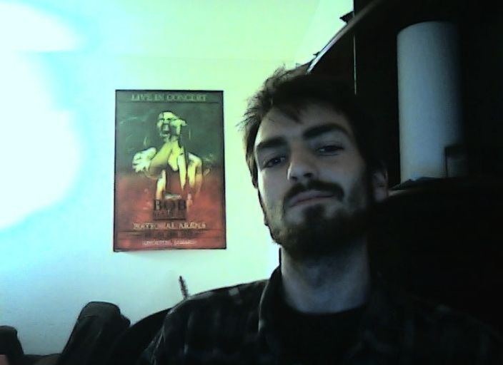 Salut.  Beau jeune mec. Grand brin a la silhouette.