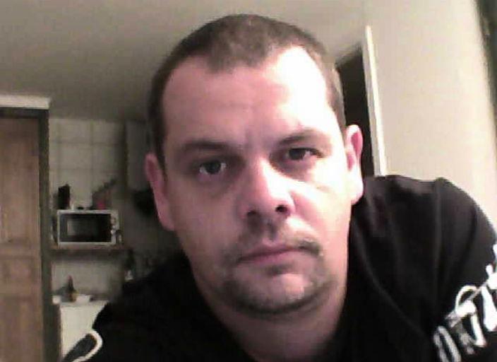 h de 33 ans recherche contacte pour un soir et plu.