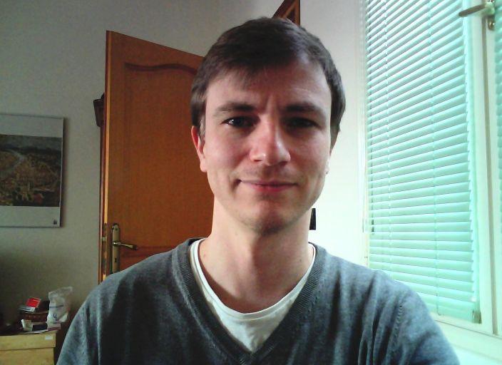 Salut! Jeune homme célibataire 35 ans venant.