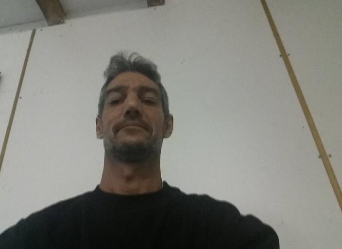 Homme 42 ans 1m90 70kg cherche femme coquine qui.