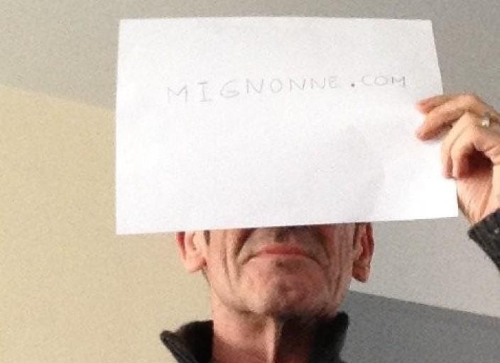 Homme viril la cinquantaine, mince, physique agré.
