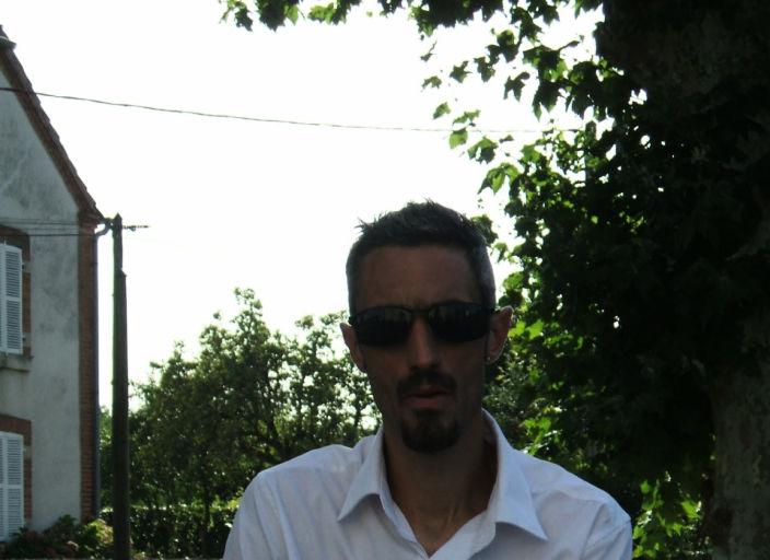 bonjour moi s est Tony 32 ans plutot pas mal! je sort.