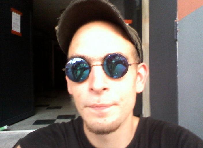 jeune homme 25 ans cherche femmes 18-30 ans pour r.