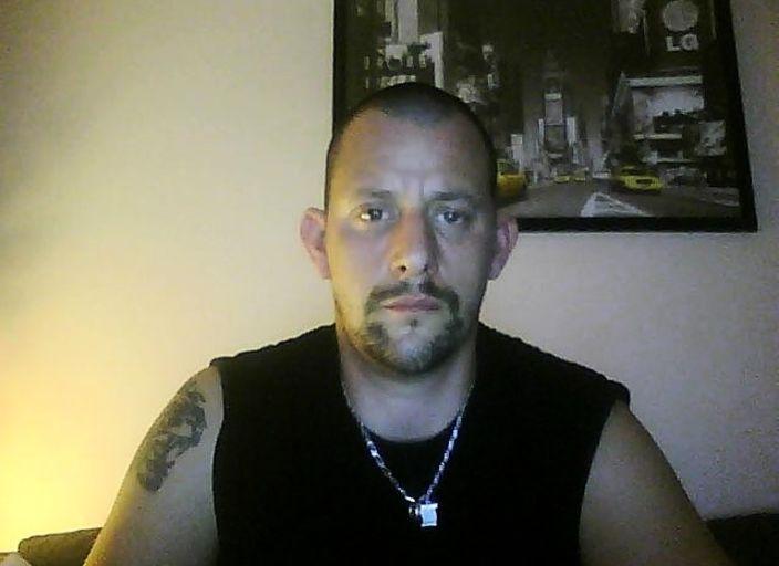jh grd cheveux raser petite barbe cherche femme ou.