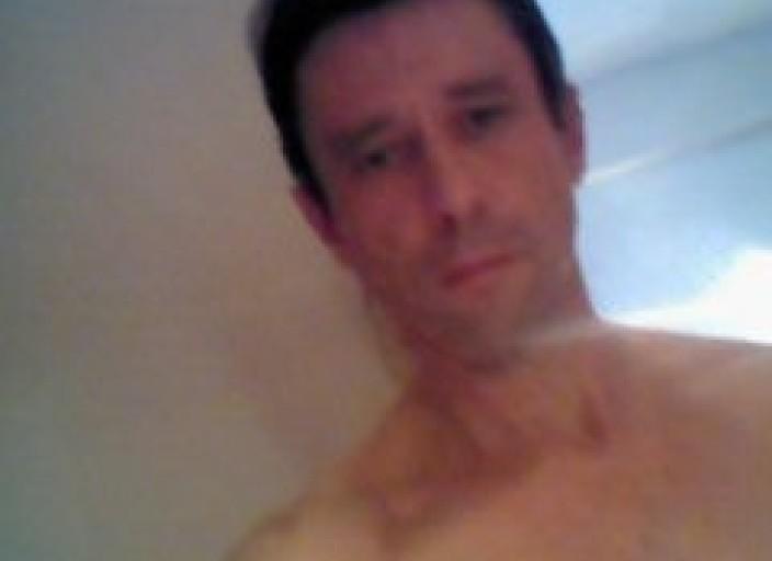 Homme Français de 49 ans acceuille jeune homme  d.