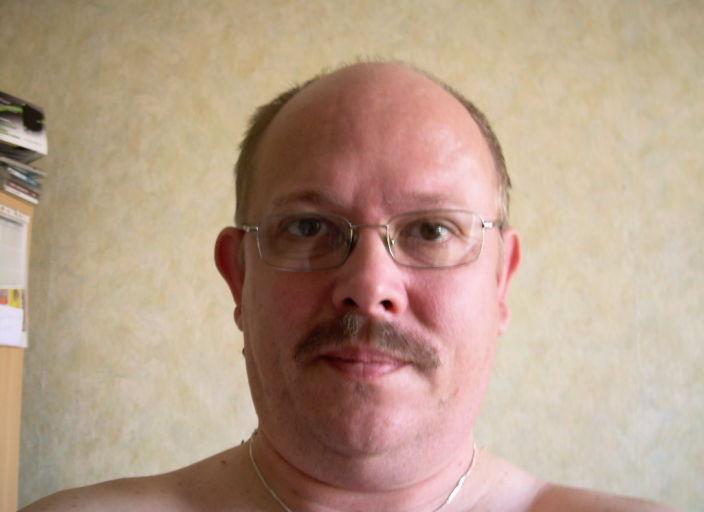 e suis un homme marié de 45 ans. Je suis blond, les.