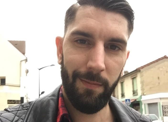 Jeune homme célibataire
