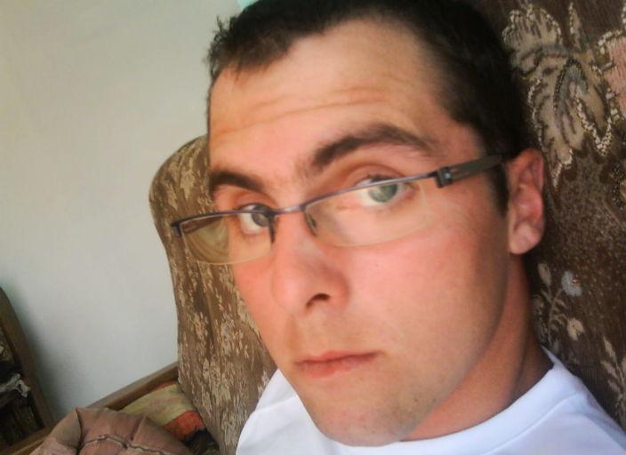 bonjour suis jeune hommede 27 ans vivant en couple.