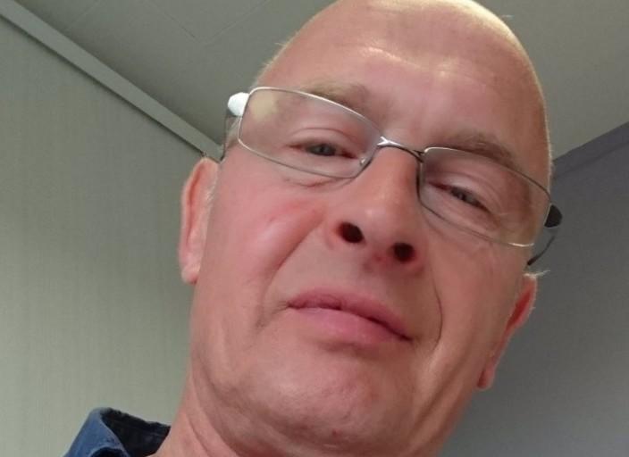 54 ans recherche un aman tendre viril et calin pou.