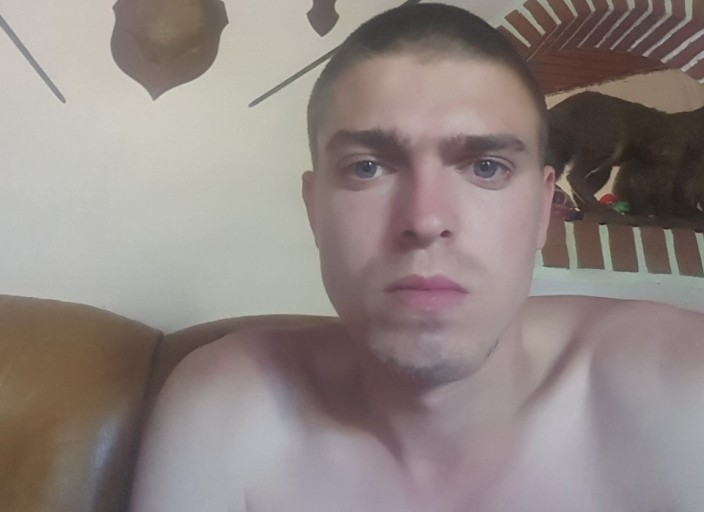 Bonjour jai 22 ans et je recherche une fille de 20 a.