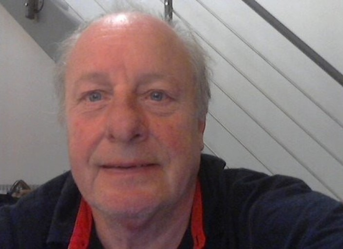 homme 60 ans aime porter lingerie bas et collant