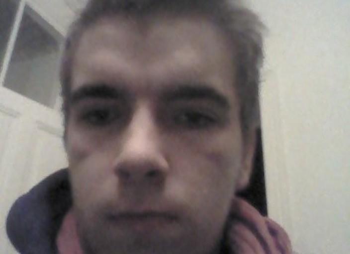 jeune homme 18ans qui n'a pas froid aux yeux