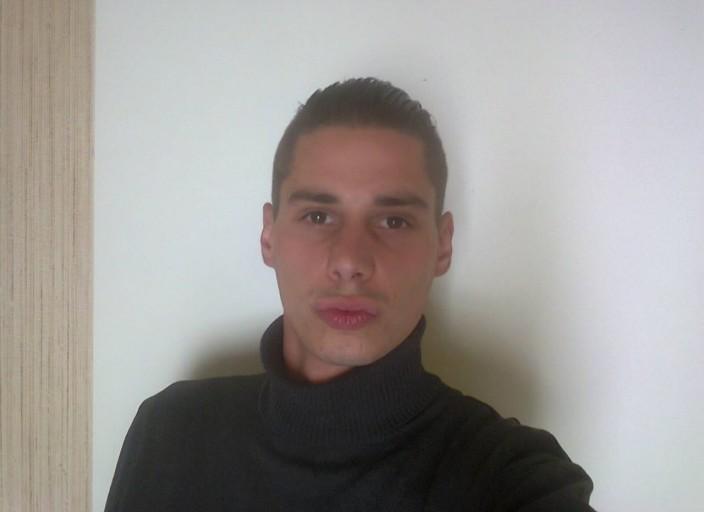 Jeune homme cherche femmes mûres