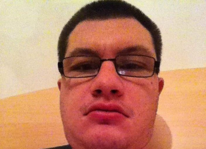 Moi c est Julien , 24 ans . Je cherche une femme mure.